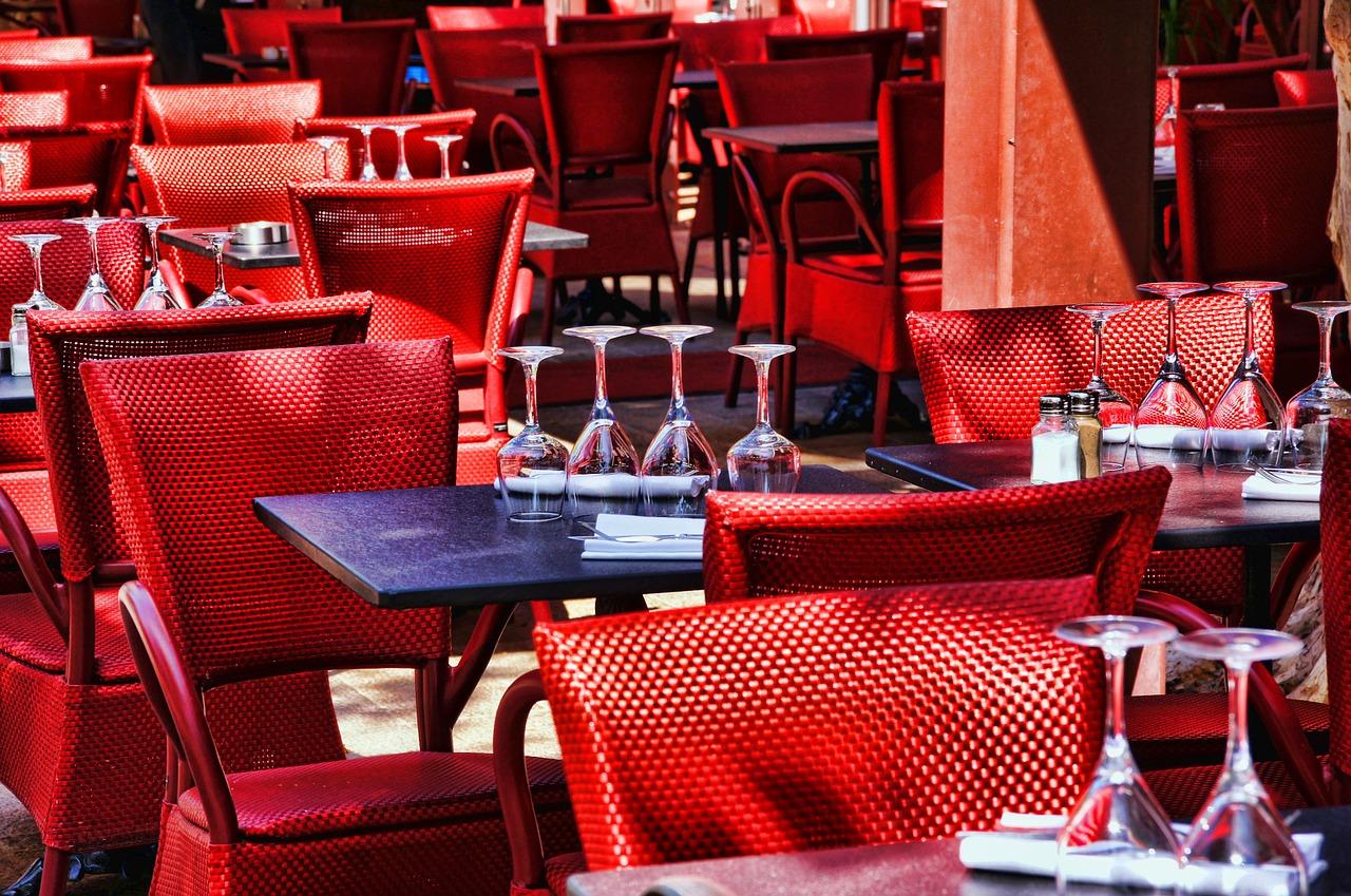 Le Régis et Jacques Marcon. Situé à st Bonnet le Froid. Depuis près de trente ans,Régis est à la tète du célèbre restaurant . C'est un restaurant qui respect des traditions d'une nouvelle cuisine. Ainsi, on peut donc citer ses champignons et ses gibiers et ses fruits de la vallée. L'Auberge du vieux fruit. C'est un restaurant d'une force aux goûts affinés et affirmés. Par ailleurs, les saveurs de ses plats sont d'un caractère extraordinaires et d'une présentation ludique. Le restaurant Christophe Bacquié. Effectivement, La particularité de ce restaurant est la qualité impressionnante des produits qu'ils utilisent par confectionner ses plats. En, outre, ils sont produits à 90 pour-cent des producteurs locaux de la région et du pays. Le cinq. Situé au cœur de Paris, c'est un restaurant qui est connu pour sa majestueuse décoration. Et pour ces plats doux et riches.